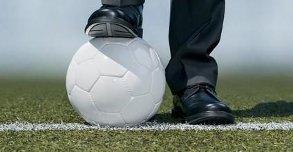 Arbeitsverträge von Profi-Fußballern dürfen befristet werden!